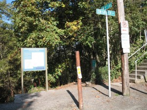 Trail entrance to the Connor Trail leading down to the Marquam Park Shelter